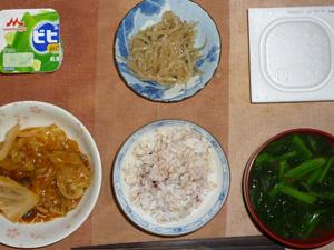 胚芽押麦入り五穀米,納豆,肉野菜のトマトソース煮込み,もやしの胡麻和え,ほうれん草のおみそ汁,ヨーグルト