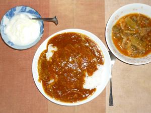 スパイシーチキンカレー,マンナンライス,肉野菜炒めのトマト煮込み,オリゴ糖入りヨーグルト