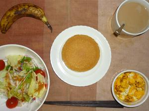 パンケーキ(チーズクリーム),サラダ(キャベツ、レタス、大根、トマト)おろし醤油・オリーブオイル,フライドオニオン入りスクランブルエッグ,バナナ,コーヒー