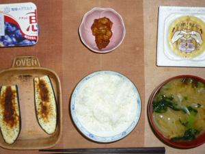 マンナンご飯,納豆,鶏の唐揚げ,茄子のオーブン焼き,ほうれん草と玉葱のおみそ汁,ヨーグルト