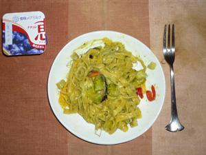 キーマカリーライス(マンナンライス),納豆汁,人参の煮物,オリゴ糖入りヨーグルト