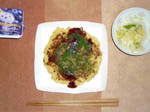 海鮮お好み焼き,白菜の漬物,ヨーグルト
