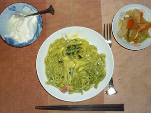 ほうれん草とベーコンのカルボナーラ,肉野菜炒め,オリゴ糖入りヨーグルト