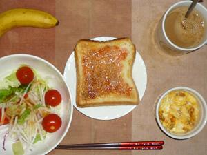 イチゴジャムトースト,サラダ(キャベツ,レタス、大根、トマト)おろし醤油・オリーブオイル,フライドオニオン入りスクランブルエッグ,バナナ,コーヒー