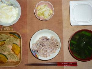 胚芽押麦入り五穀米,納豆,玉葱とカボチャのオーブン焼き,白菜の漬物,ほうれん草とワカメのおみそ汁,オリゴ糖入りヨーグルト