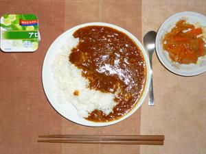 カレーライス(マンナンライス),肉野菜のガーリックトマト炒め,ヨーグルト
