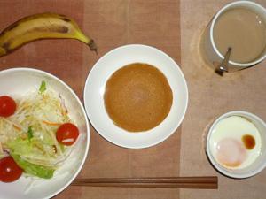 塩キャラメルパンケーキ,サラダ(キャベツ、レタス、大根、トマト)青紫蘇・オリーブオイル,目玉焼き,バナナ,コーヒー