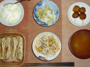 栗おこわ,つくね×2,茄子のオーブン焼き,白菜の漬物,人参のおみそ汁,オリゴ糖入りヨーグルト