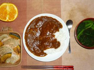 ビーフカレーライス(マンナンライス),カボチャと玉葱のオーブン焼き,プチオムレツ,ほうれん草のおみそ汁,オレンジ