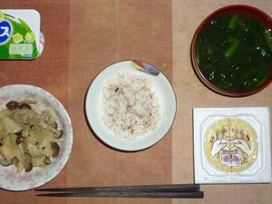 胚芽押麦入り五穀米,納豆,きのこと野菜の蒸しバター炒め,ほうれん草と分葱のおみそ汁,ヨーグルト