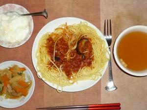 茄子のミートスパゲッティ,肉野菜炒め,コンソメスープ,オリゴ糖入りヨーグルト
