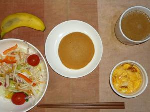 どら焼き(あんこ・バター),サラダ(キャベツ、レタス、大根、トマト),フライドオニオン入りスクランブルエッグ,バナナ,コーヒー