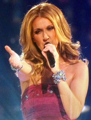 Celine_Dion_Concert_Singing.jpg