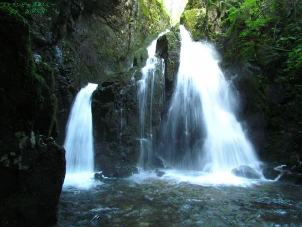 8169山乗不動滝水量多160924