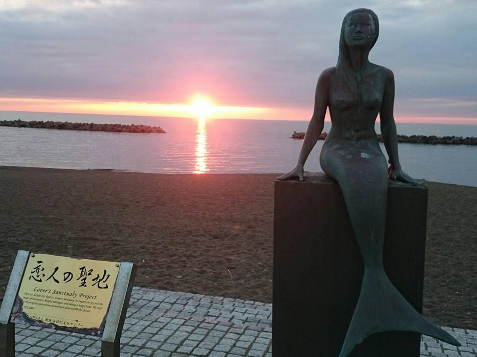 【恋人の聖地・鵜の浜人魚像】-1