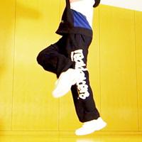 かっこいいダンスのステップ ランニングマンのやり方を動画で学ぶ