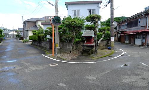 青島村道路元標 - 変なとこ(だ...