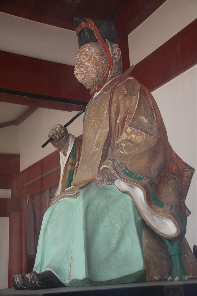 神門にある神猿像_1