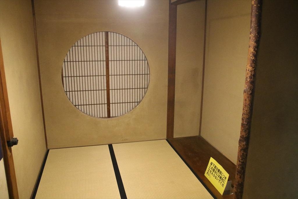 丸窓の部屋