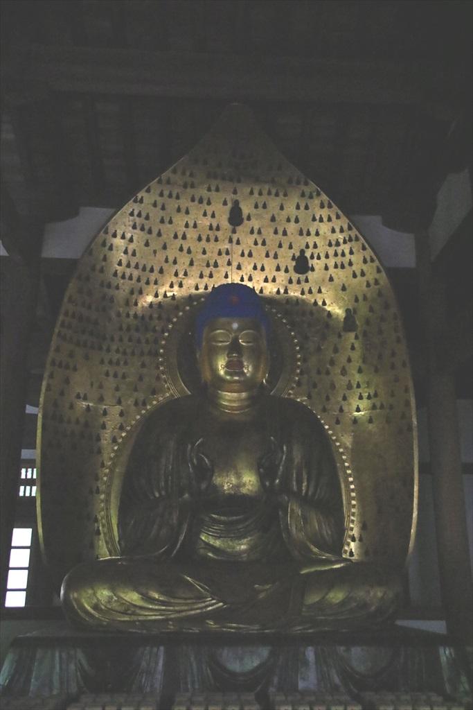 中品堂_安置されている3躯の仏像_2