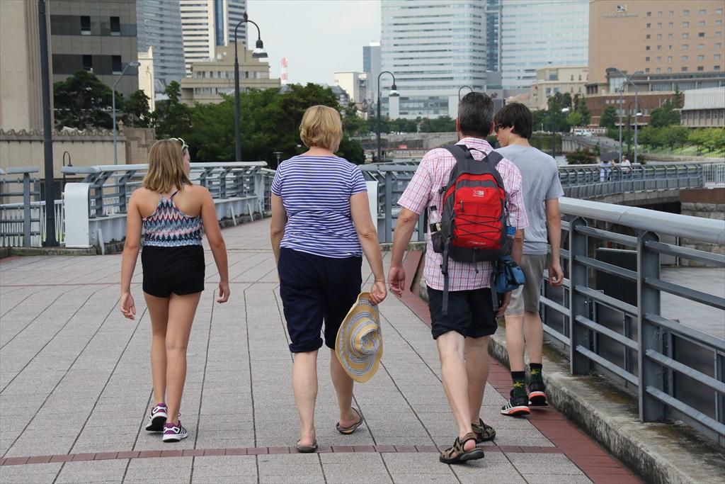 前を歩いていた家族