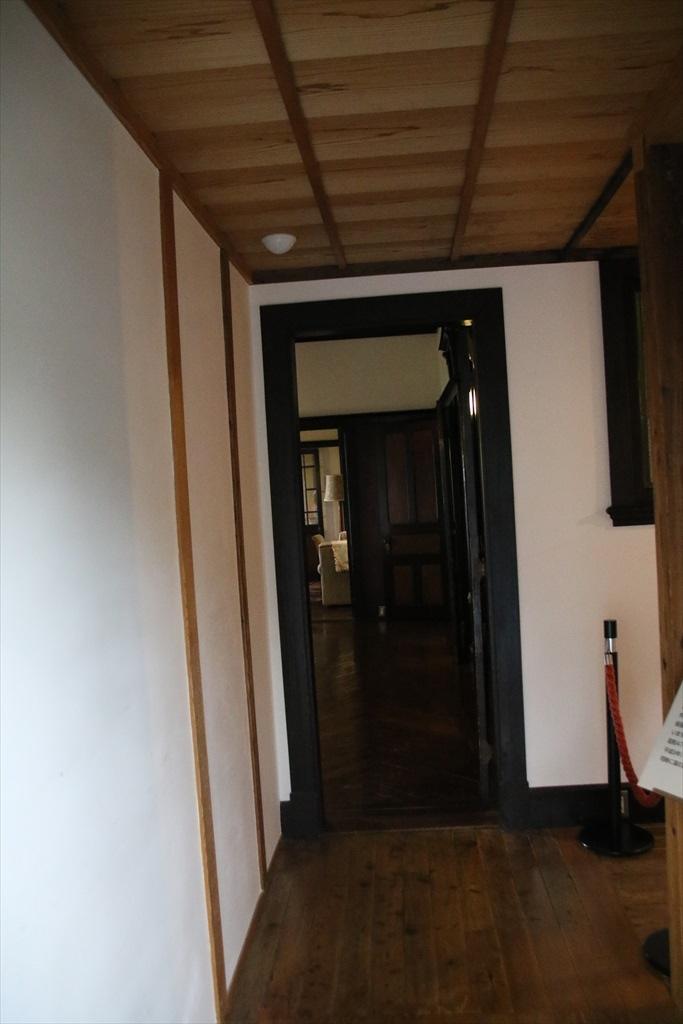 外交官の家(1)_本館アクセス廊下_1