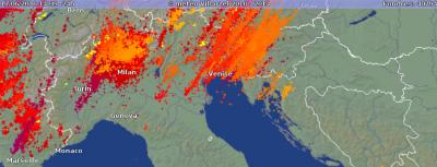 13435545_18268アルプス地方全体で一日で40000回以上の雷 Source blitzortung