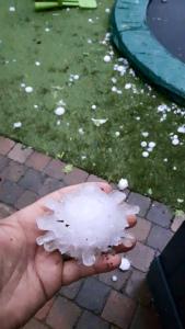 13508978_18294テニスボール大の雹