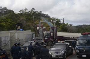 Cok47sZXgAESoCzトラック資材搬入繰り返す