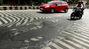 CqmdxFxVIAAUインドで道路が溶けるほどの熱波