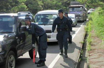 CrFKhkeWgAAyF高江、警察が3カ所で通行止め