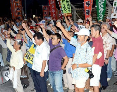 CtEMUkaUkAAMハリアー墜落、200人抗議