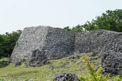CszWMARVIAAOzlr糸数グスクの石積み