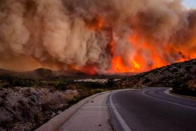 chios-wildfire-greece-696x464.jpg