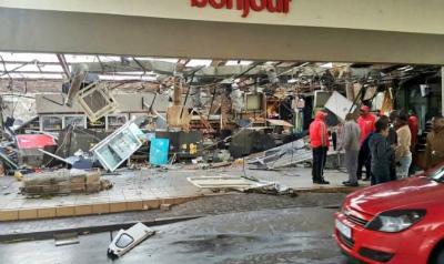 tornado-gauteng-south-africa-3-696x414.jpg
