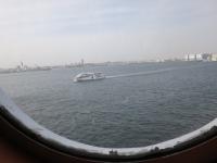 船室の窓から