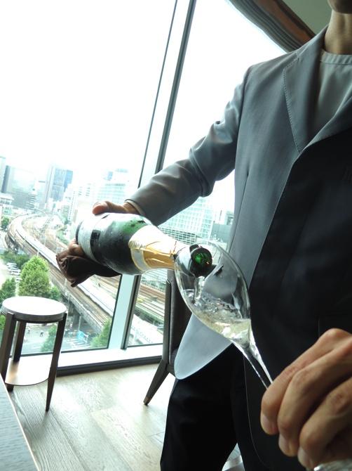 フォーシーズンズホテル丸の内 東京 MOTIF RESTAURANT & BAR ランチブッフェ(アミューズ&デザートブッフェ) 食材の鮮度の高さ&手厚いサービスに感動する!!