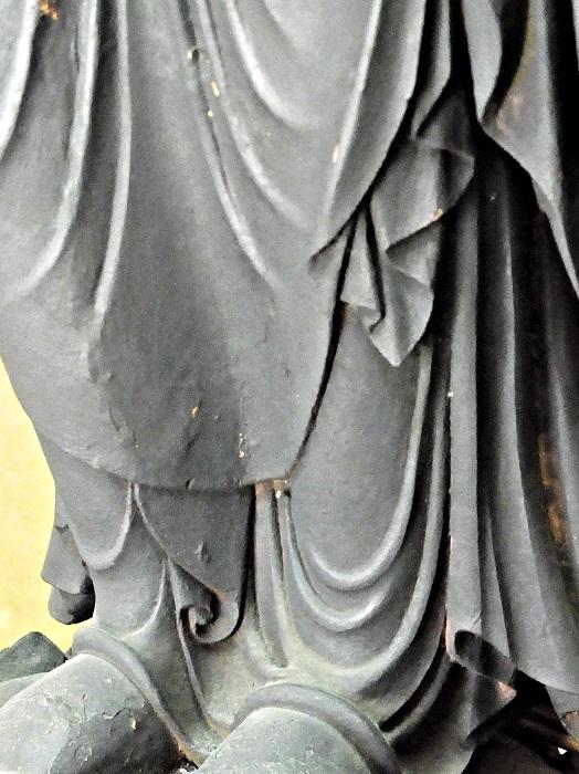 慰称寺・地蔵菩薩像の衣文の造形