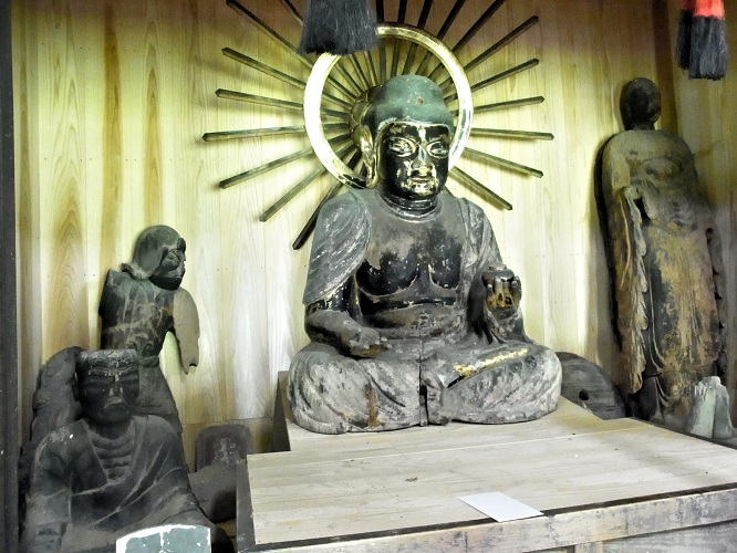 安楽寺に祀られる諸像