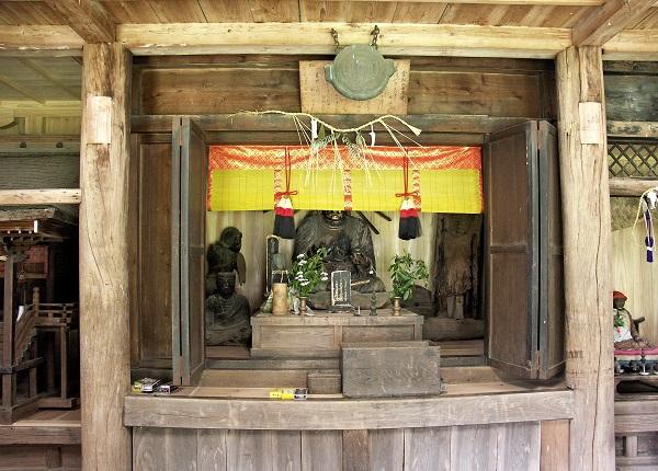 安楽寺諸像が祀られる厨子