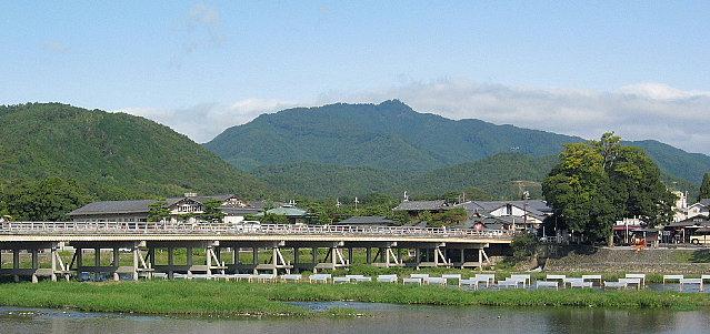 京都嵐山・渡月橋から望む愛宕山