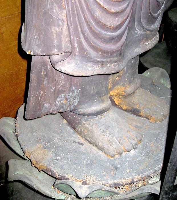 蓮肉まで一木で彫り出された福田寺・地蔵菩薩像
