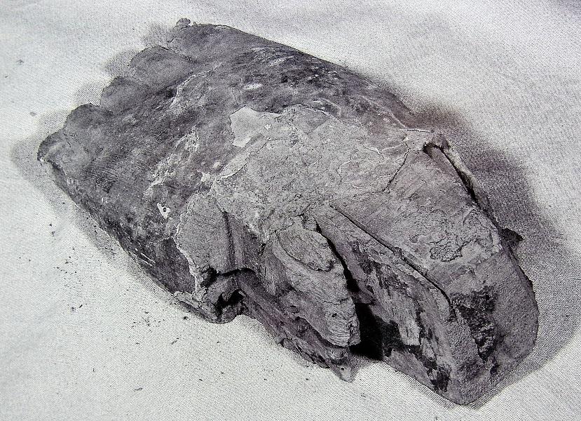 十一面観音像の足先残欠(乾漆が盛られている)