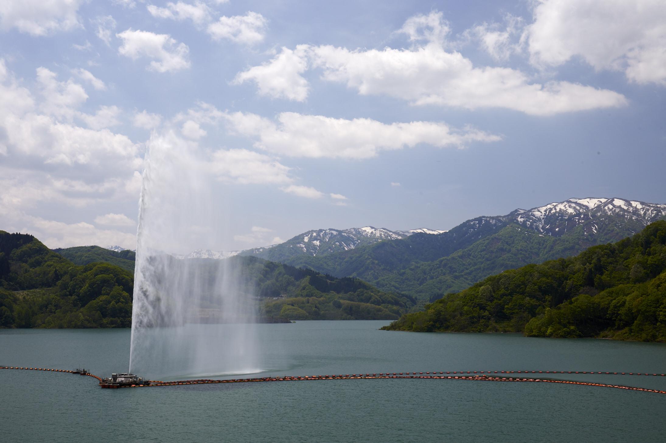 ちょーすけのお散歩写真 - 月山湖 大噴水