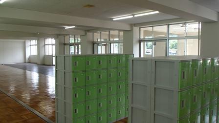 本庄第一中学校 昇降口