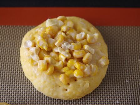 ホットケーキミックスで作るコーンマヨバターのおかずパン06