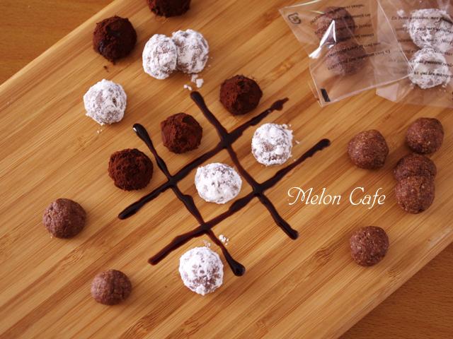 ココアパウダーとアーモンドパウダーで作るサクサク香ばしい塩ショコラボール