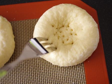 ホットケーキミックスで作る簡単たまねぎマヨカレーパン02
