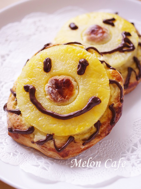 夏のホットケーキミックスパンバナナとパイナップル