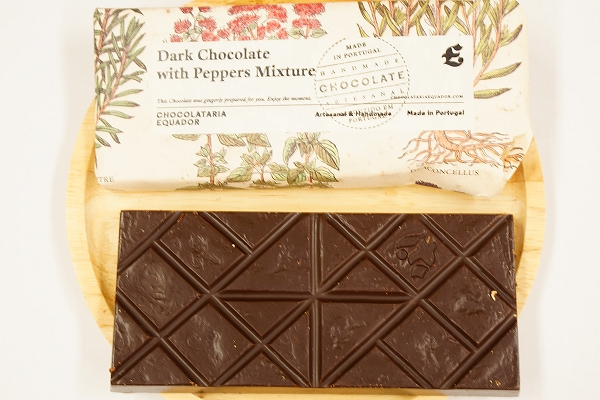 【CHOCOLATARIA EQUADOR】Dark Chocolate with Peppers Mixture